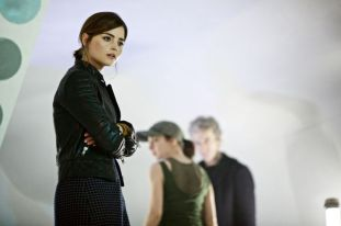 DoctorWho-UndertheLake-Clara-720x479